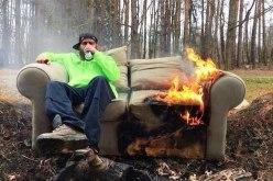 На выходных пожарные тушили диван, трансформаторную будку и спасли женщину