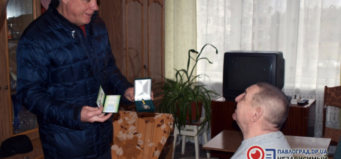 Знаменитого павлоградского спасателя наградили знаком «За заслуги перед городом»