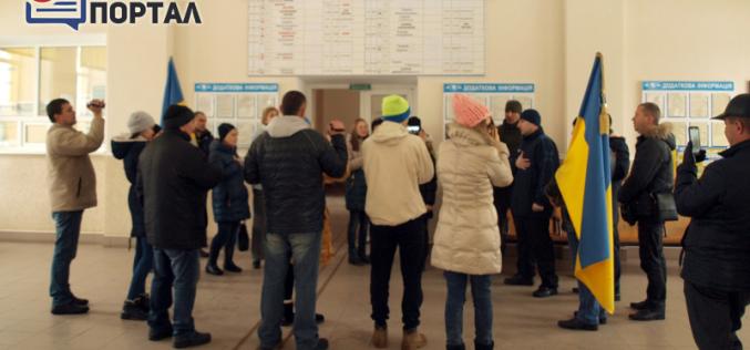 В Павлограде песенный флешмоб сорвали (ФОТО и ВИДЕО)