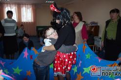 Святой Николай подарил особенным деткам билет в театр и шоу мыльных пузырей (ФОТО)