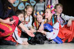 Павлоградские кинологи показали шоу детям из противотуберкулезного санатория (ФОТО)