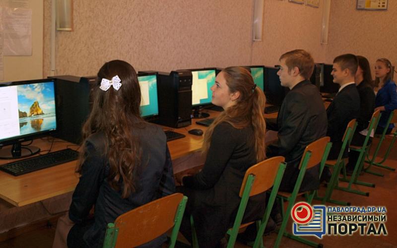 Две павлоградские школы получили новые компьютерные классы (ФОТО)