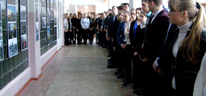 В павлоградской школе открылась фотовыставка, посвящённая АТО