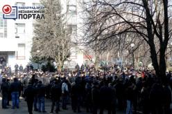 «Зарплату!», — скандировала толпа: шахтёры собрались на митинг возле здания ДТЭК (ФОТО и ВИДЕО)