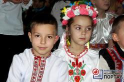 Ученики школы №5 колядуют в феврале (ФОТО)