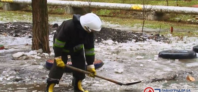 Талая вода подтапливает частные дома Павлограда (ФОТОРЕПОРТАЖ)