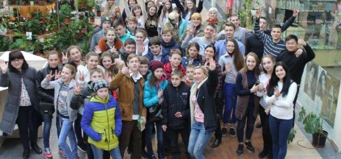 Молодежь Павлограда подарила развлекательную программу детям из прифронтовой Марьинки (ФОТО и ВИДЕО)