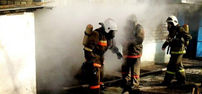 Во время тушения пожара чрезвычайники спасли бездомного