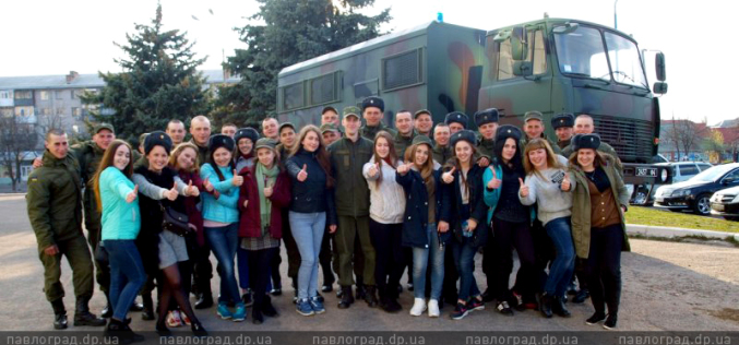 Солдаты-срочники побывали в молодежном центре Павлограда