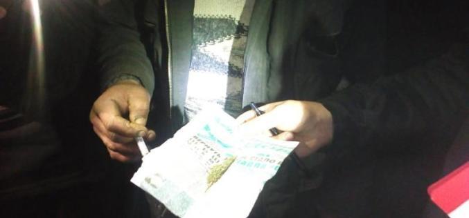 Полиция и активисты задержали наркомана со шприцем и «травкой»
