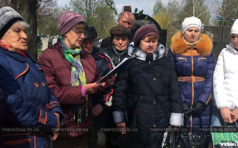 На могиле Анны Светличной прочитали ее стихи