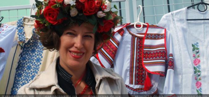 День вышиванки: в преддверии праздника вышитые сорочки можно купить прямо в Музейном переулке