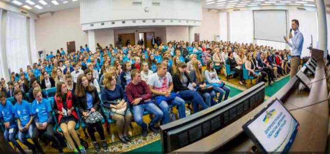 Павлоградские школьники познакомились с известным IT-шником Дмитрием Дубилетом