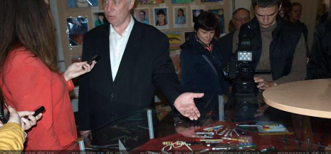 В Павлограде директор предприятия оказался коллекционером… шариковых ручек