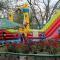 В Терновке неизвестные сожгли детский аттракцион (ВИДЕО)
