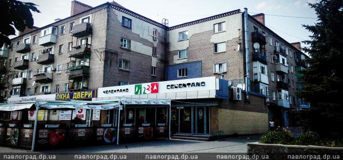 В центре Павлограда женщина выпала из окна на крышу пиццерии