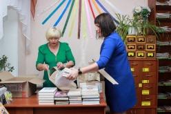 Сельская библиотека Богдановкой громады получила больше сотни новых книг