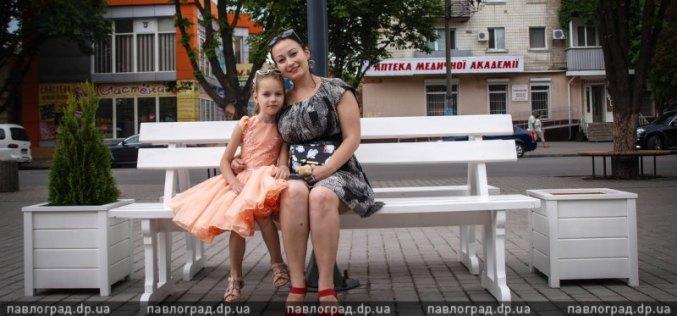 В центре Павлограда установили 12 новых и 4 отреставрированных лавочки