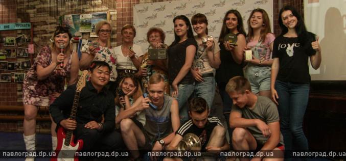 В Павлограде пенсионеры поучаствовали в фотосессии и караоке-батле (ФОТО)