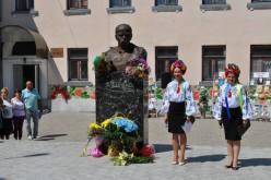 В Першотравенске открыли памятник Кобзарю
