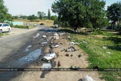 На Павлоградщине дорогу засыпало… бутылками с пивом (ФОТОФАКТ)