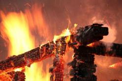 В Павлограде горела трава возле АЗС и крыша частной бани