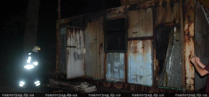 В Павлограде подожгли строительный вагончик. Видео с места событий
