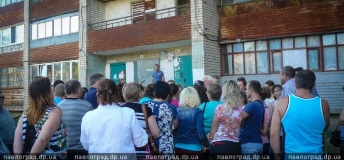 В Павлограде жильцы многоэтажки  готовы перекрыть трассу, лишь бы им не отключали свет