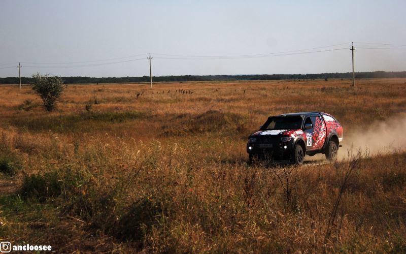 Под Павлоградом состоялись гонки на внедорожниках (ФОТО)