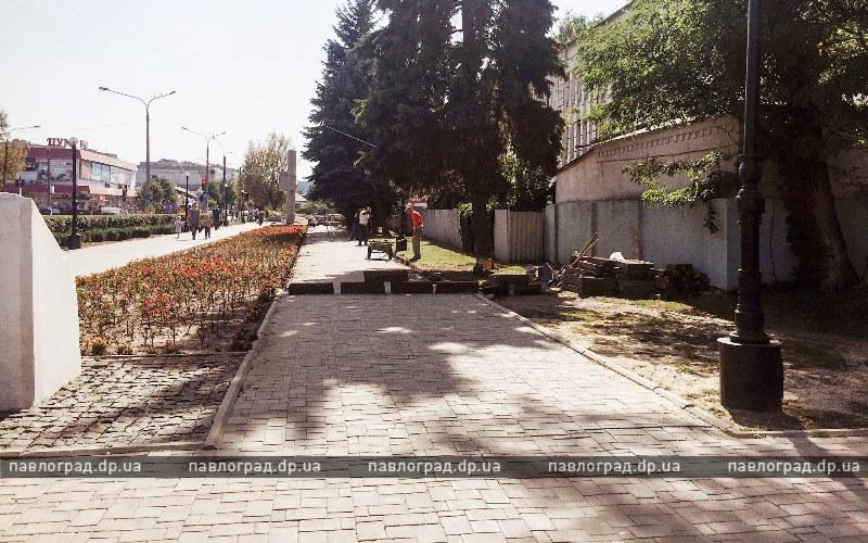 В Павлограде Аллею Славы приводят в порядок ко Дню города