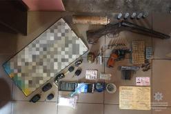 Опасный арсенал: у павлоградца изъяли пистолеты, ружье, гранату, тротиловую шашку и патроны