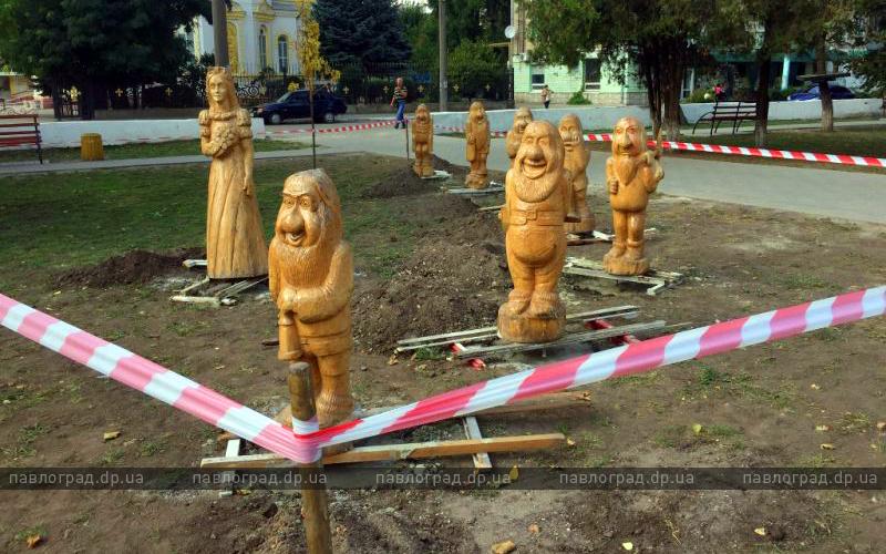 В Детском парке Павлограда появились Белоснежка и семь гномов (ФОТОФАКТ)