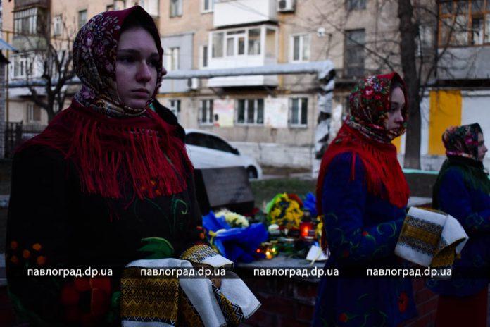 Павлоградцы зажгли свечи в память о жертвах Голодомора (ФОТО)