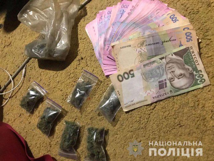 У павлоградки дома нашли склад наркотиков и самодельную взрывчатку